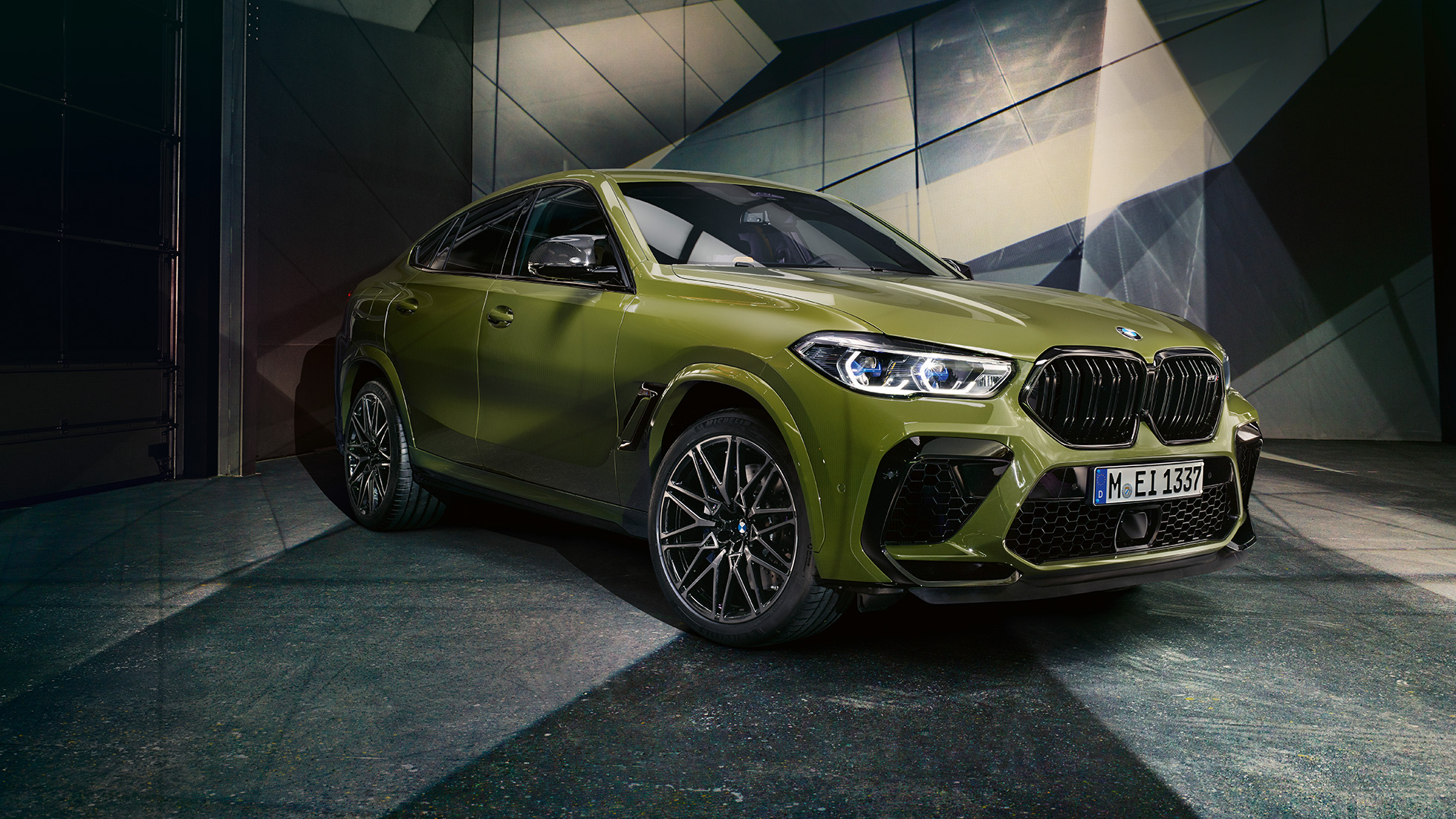 M 雙腎格柵 BMW X6 M Competition F96 BMW Individual 特殊漆面 Urban Green SUV 四分之三正面視圖
